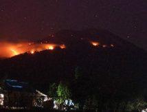"""Lontaran Lava Pijar Erupsi Gunung Ile Lewotolok """"Menyala"""", Ini Dampaknya"""