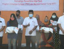Bupati Soppeng Lepas Bantuan Beras PPKM 2021