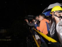 Bupati Bantaeng Ronda Tengah Malam, Cek Warga Korban Banjir