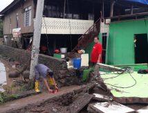 Tidak Ada Air Bersih, Warga Jeneponto Terpaksa Gunakan Air Genangan Banjir