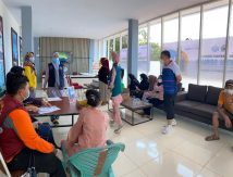 Gaspol! Bantaeng Hadirkan Gerai Vaksinasi di Pantai Seruni
