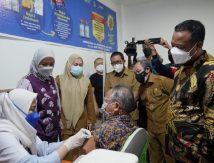 Vaksinasi Ke-3 Prioritas Nakes, Ini Reaksi Plt Gubernur