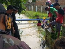 BPBD Luwu Utara Bersama Masyarakat Gotong Royong Bersihkan Material Pasca Banjir