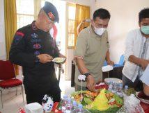 Komandan Brimob Juri Lomba Masak di Kantor Dinas Ketahanan Pangan Bone