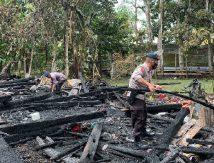 Kebakaran Hanguskan Rumah Warga di Panyula Bone, Brimob Turun Beraksi