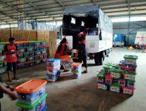 Peduli Korban Banjir, Ketua PMI Sulsel Adnan Salurkan Bantuan