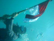 Potret Kreativitas Brimob Kobarkan Semangat Kemerdekaan RI Ke 76: di Puncak Gunung dan Dasar Laut