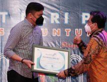 Raih Penghargaan, Bupati Adnan Jadi Tokoh Inspiratif Muda