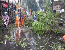 [UPDATE] – Angin Kencang Terjang Cimahi, 152 Jiwa Terdampak