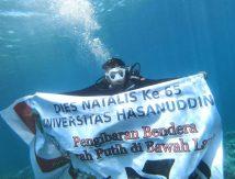 Unhas Keren! Tim Penyelam Kibarkan Merah Putih di Dasar Laut