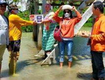 AKAR Bersatu Salurkan Sembako untuk Korban Banjir Luwu Utara