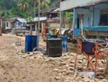 Kampar Diterjang Banjir Bandang, Masyarakat Kompak Bersih-bersih
