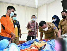 Malam-malam, Plt Gubernur Sulsel Jenguk Bocah Korban Ritual Pesugihan di Gowa