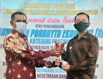 Bupati Basli Ali Terima Penghargaan Anugerah Parahita Ekapraya 2020
