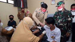 Momen Bupati Adnan Pantau Vaksinasi Pelajar di Gowa (4)