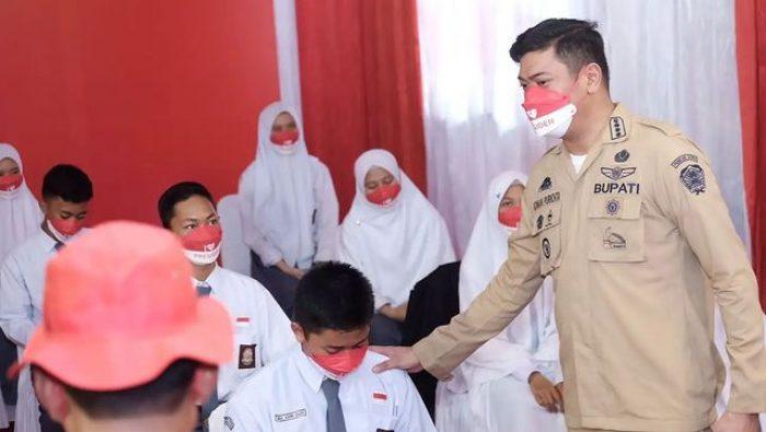 Momen Bupati Adnan Pantau Vaksinasi Pelajar di Gowa
