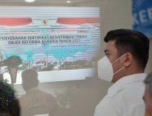 Kompak Bersama Plt Gubernur, Bupati Adnan Sambut 1.500 Sertifikat Tanah ke Masyarakat