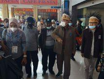 Sekda Hayat Disambut KKDB di Bandara Internasional Sentani Jayapura