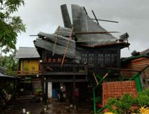 Kabar Pinrang: Belasan Rumah dan Fasum Rusak Diterjang Puting Beliung, Plt Gubernur Langsung Beraksi